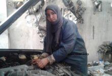 صورة سعداني منت أعبيدنا أول ميكانكية موريتانية تنشئ ورشة إصلاح للسيارات