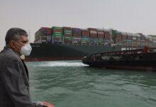 """صورة سفينة حاويات عملاقة تغلق أهم ممر بحري في العالم ومخاوف إقتصادية محققة """"تفاصيل"""""""